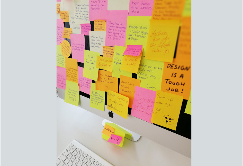 Aksis Werbeagentur und Internetagentur Ulm – Post It's am Monitor
