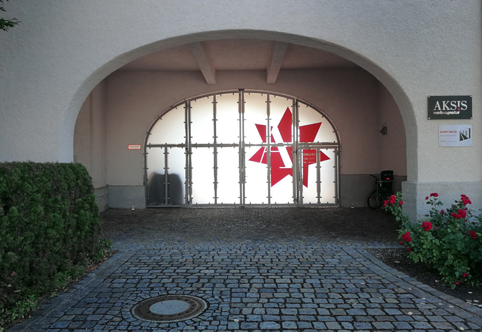 Aksis Stern leuchtet den Weg zu den neuen Büroräumen