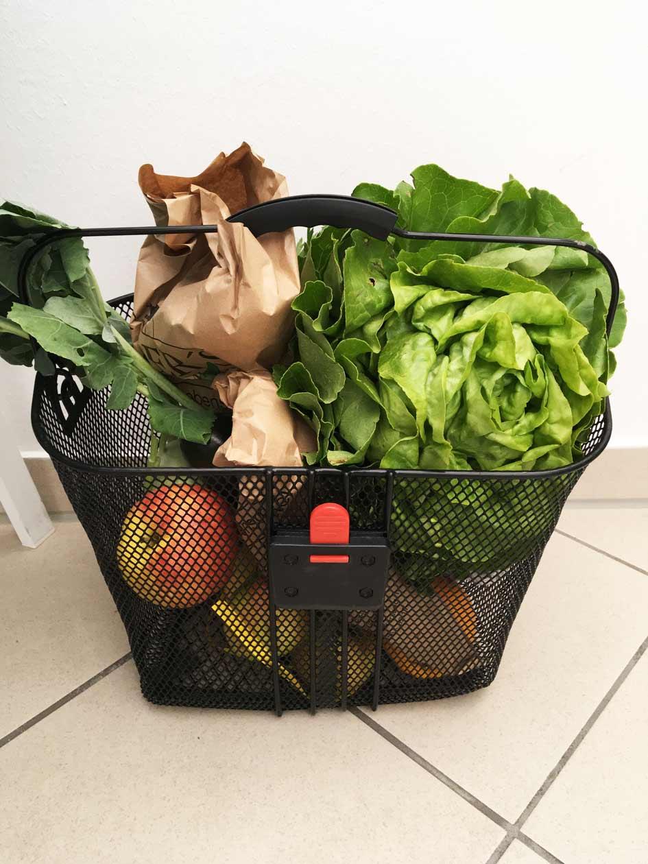 Aksis Werbeagentur und Internetagentur Ulm – Office Life - Fahrradkorb mit Frischem Gemüse