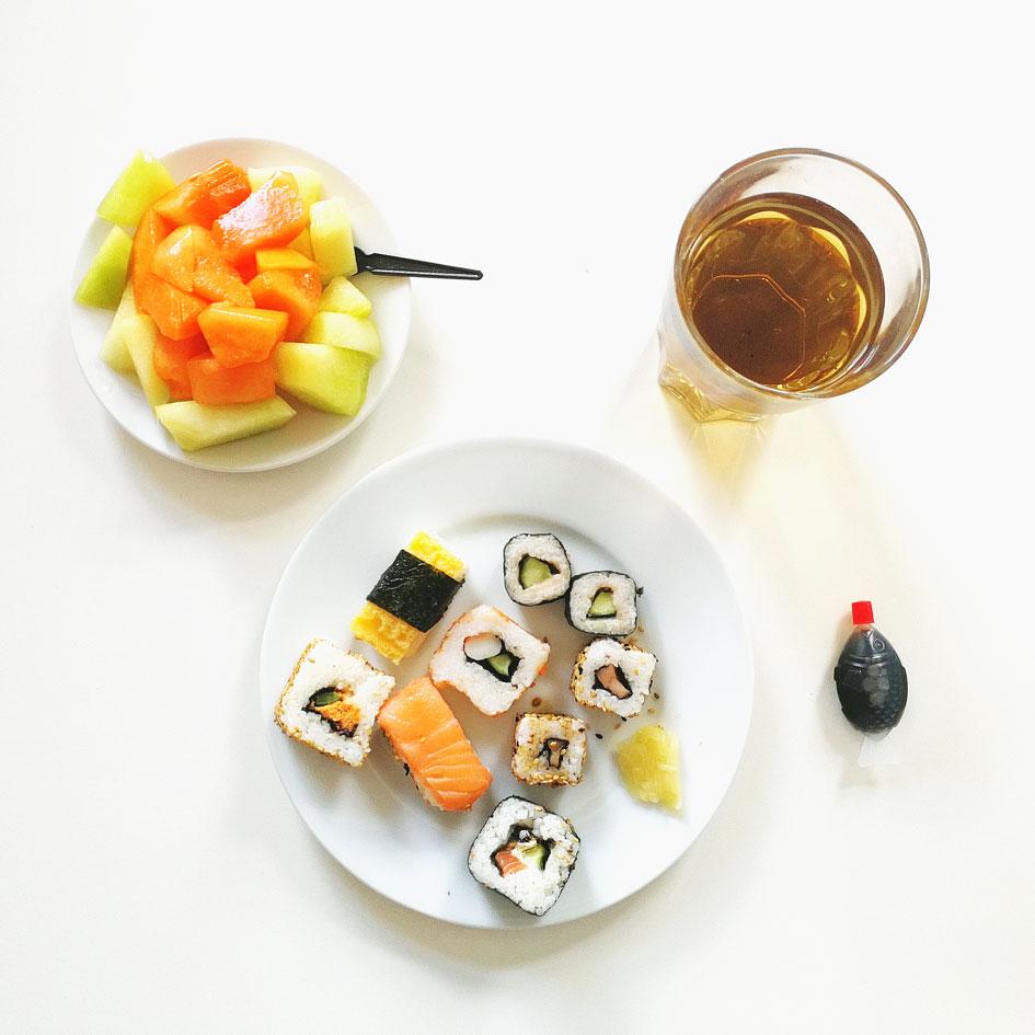 Aksis Werbeagentur und Internetagentur Ulm – Office Life - Sushi und Obstsalat in der Mittagspause