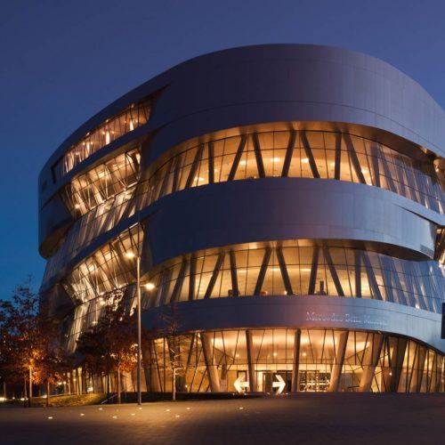 Fotografie einer Fassade des Mercedes Benz Museums für HD Wahl