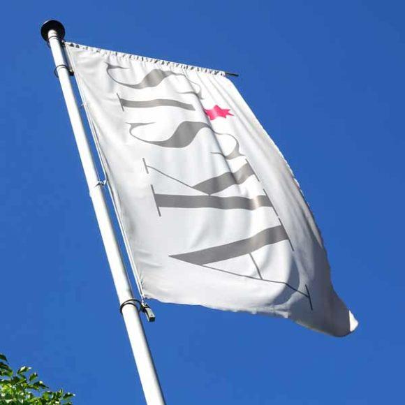 Insights - Die Fahne der Aksis Werbeagentur