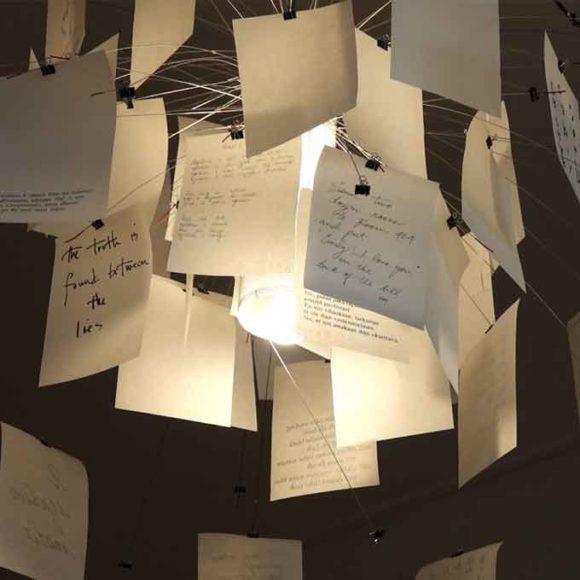 Insights - Die Zettelz Lampe von Ingo Maurer, welche im Konferenzraum hängt