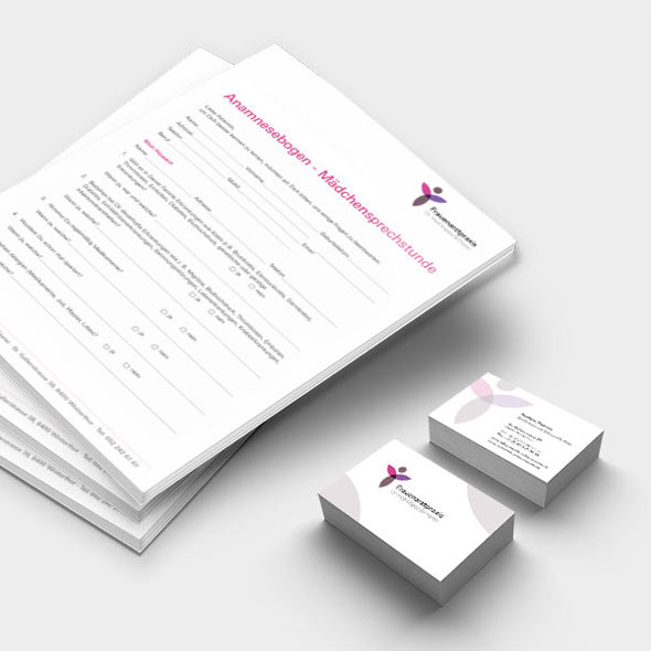 Visitenkarte und Anamnesebogen. Die AKSIS Werbeagentur konzipierte das Corporate Design mit Logo, Briefpapier uvm für Frauenarzt Dr. med Köppel & Thierer