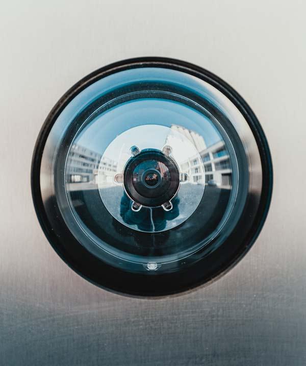 Eine Überwachungskamera. Gut abgesichert mit der DSGVO, Datenschutz