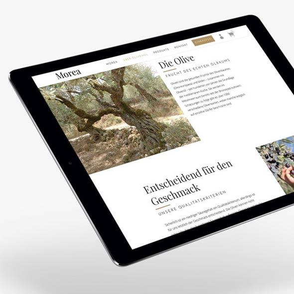 Ein Tablet zeigt die responsive Website von Morea, die die AKSIS Werbeagentur