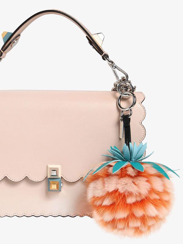 Handtasche mit Accessoires von Norbert Muerrle