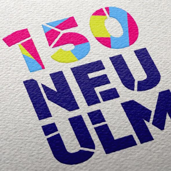 Nahaufnahme des von der Aksis Werbeagentur entworfenen Logos für das 150jährige Stadtjubiläum der Stadt Neu Ulm