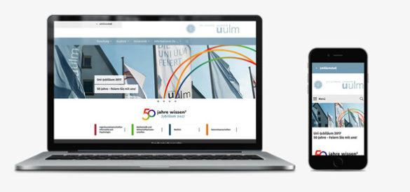 50 Jahre Wissen: Die von der AKSIS Werbeagentur gestaltete Website für die Universtität Ulm auf einem Laptop und einem Smartphone