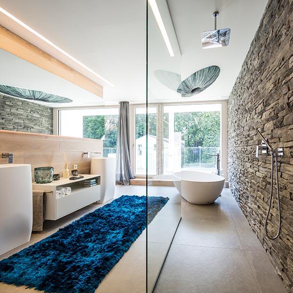 Ein modernes Badezimmer, von Arkitura