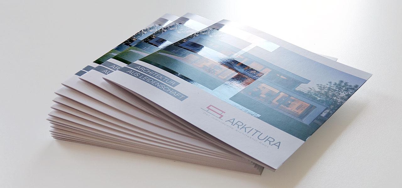 Flyer von Arkitura, mit Verdelung mit partiellem Lack