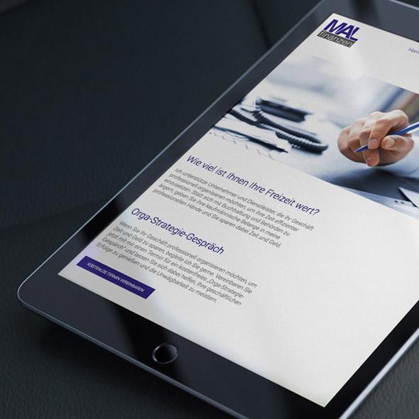 Detailansicht eines Tablets auf dem die responsive Website von MAL Finanzen zu sehen ist