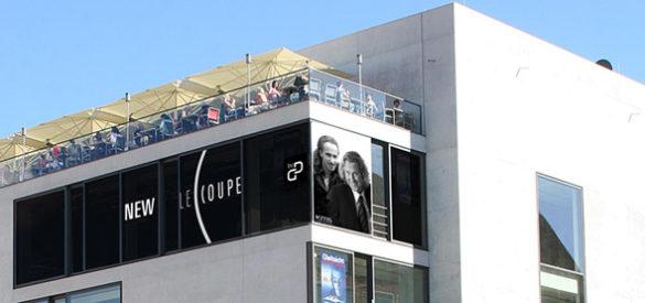 Außenansicht des Geschäfts mit dem Logo