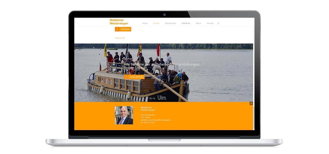 Ein Laptop zeigt die Website von Waldemar Westermayer