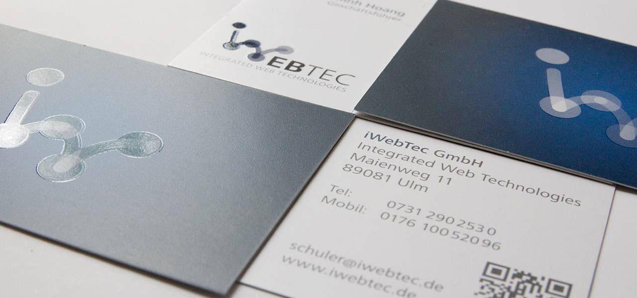 Visitenkarten der iwebtec, gestaltet von der AKSIS Werbeagentur