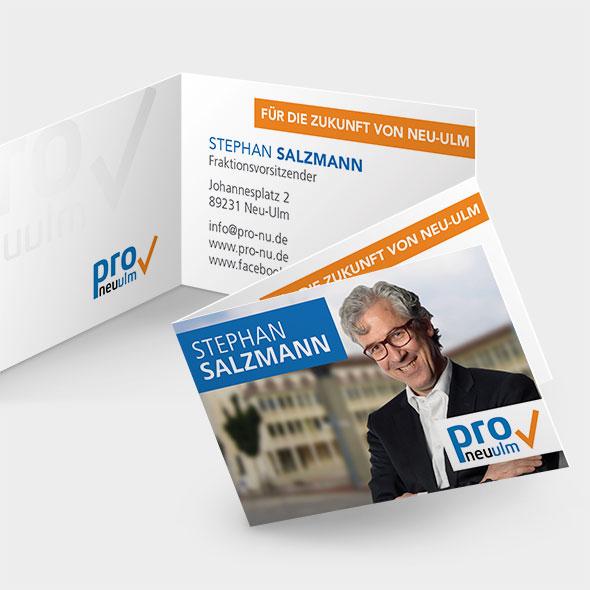 Mockup der Visitenkarten, die die Aksis Werbeagentur für die Partei PRO Neu-Ulm entwarf.